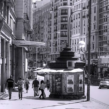 Newspaper Stand on the Gran Via - B&W by tomg