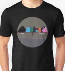 0050 School bags lined up in a row on a bench - circle T-Shirt