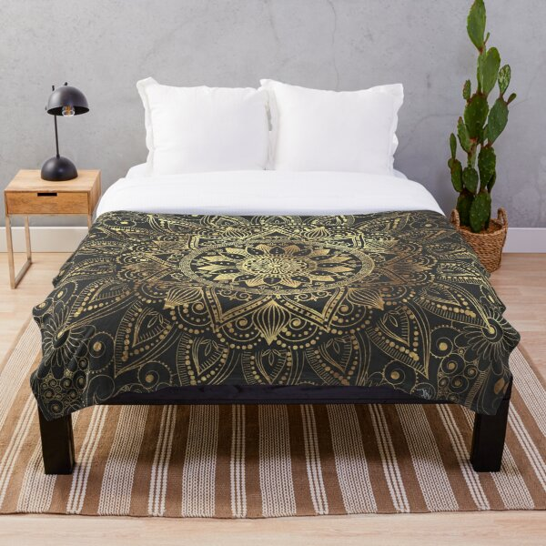 Elegant gold mandala artwork Throw Blanket