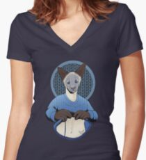 Siamese cat knitting a sweater Women's Fitted V-Neck T-Shirt