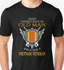 Never underestimate an old man who is also a Vietnam veteran T-shirt Unisex T-Shirt