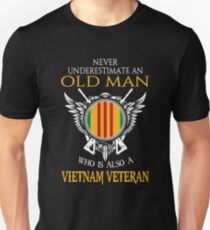 Never underestimate an old man who is also a Vietnam veteran T-shirt Slim Fit T-Shirt