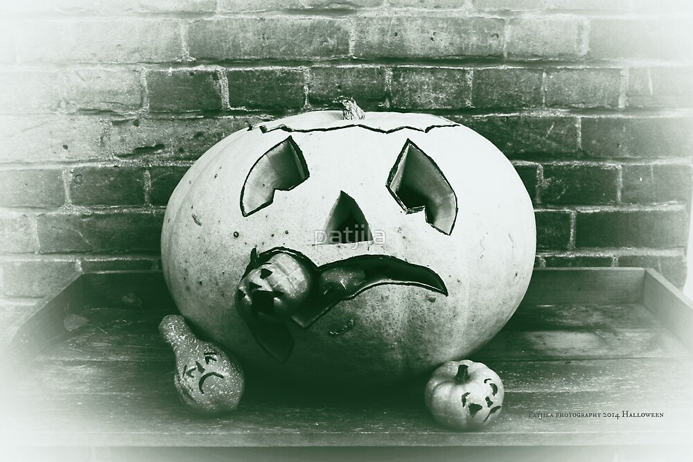 Gloomy Carved Halloween Pumpkin Eater by patjila