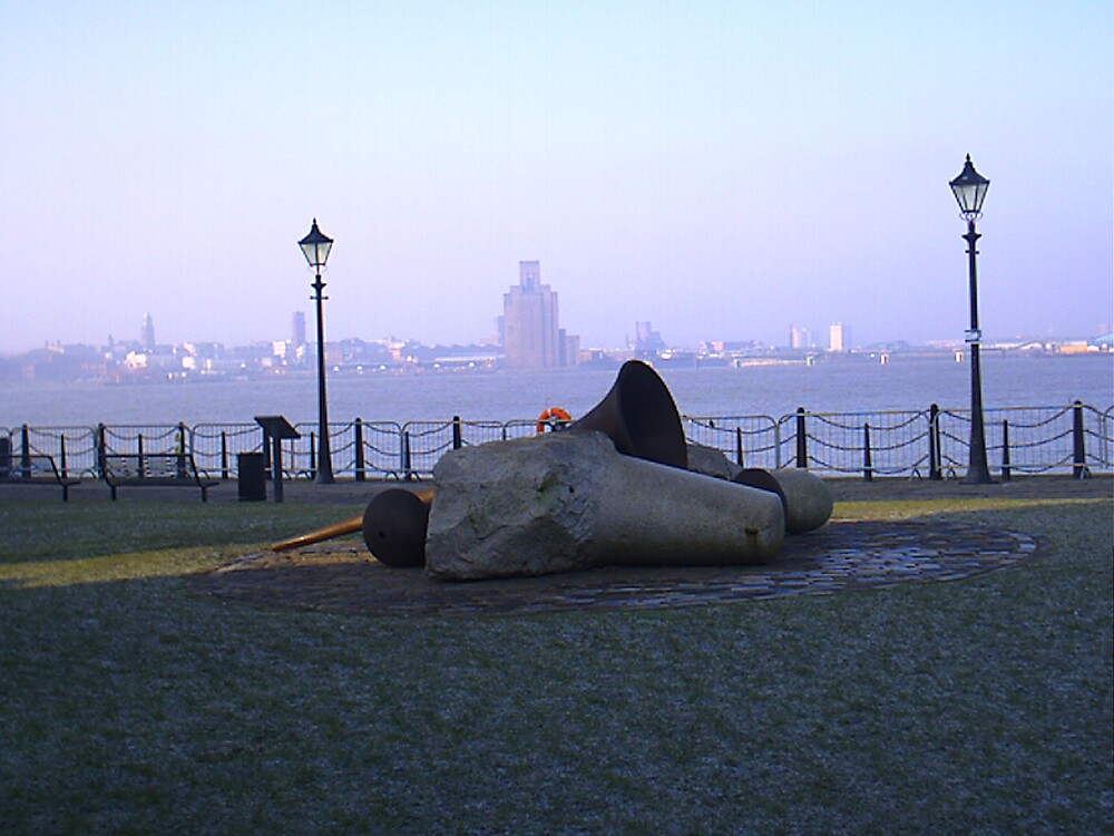 MONUMENT LIVERPOOL DOCKS by keith lucy