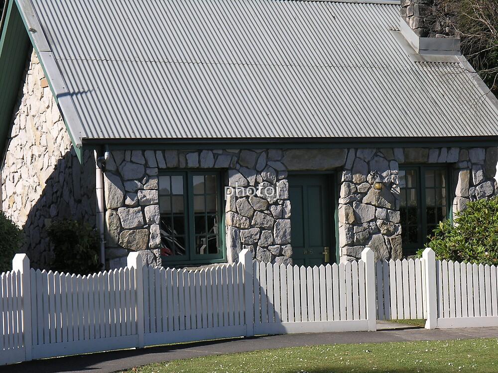 photoj Tas 'The Stoned Cottage' by photoj
