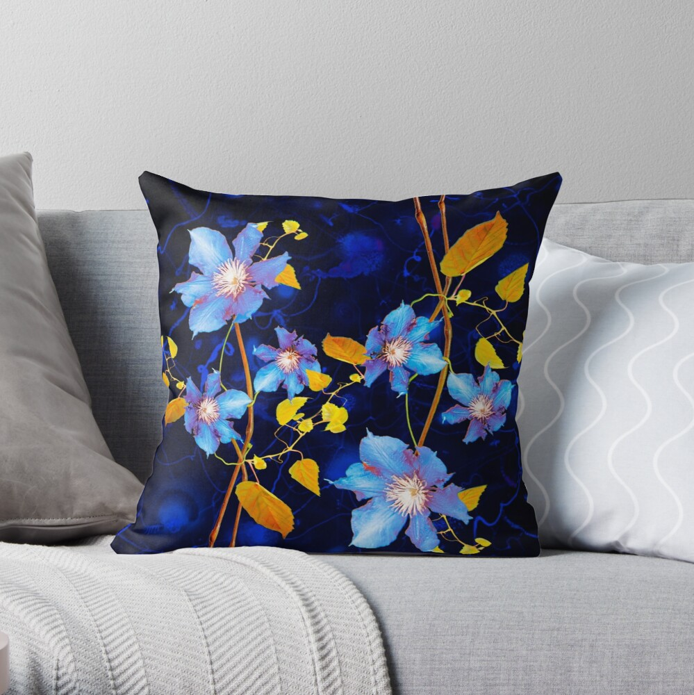 clématites/clematis Throw Pillow