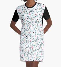 Zurück zu den achtziger Jahren, funky Memphis-Musterentwurf T-Shirt Kleid