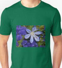fleurs mauve Unisex T-Shirt