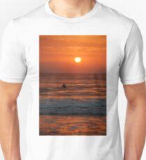 Sunrise surfer Unisex T-Shirt