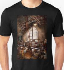 Machinist - I like big tools Unisex T-Shirt