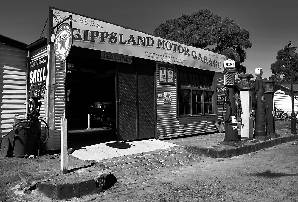 Old Gippy Town Garage B&W by Lindsay Knowles