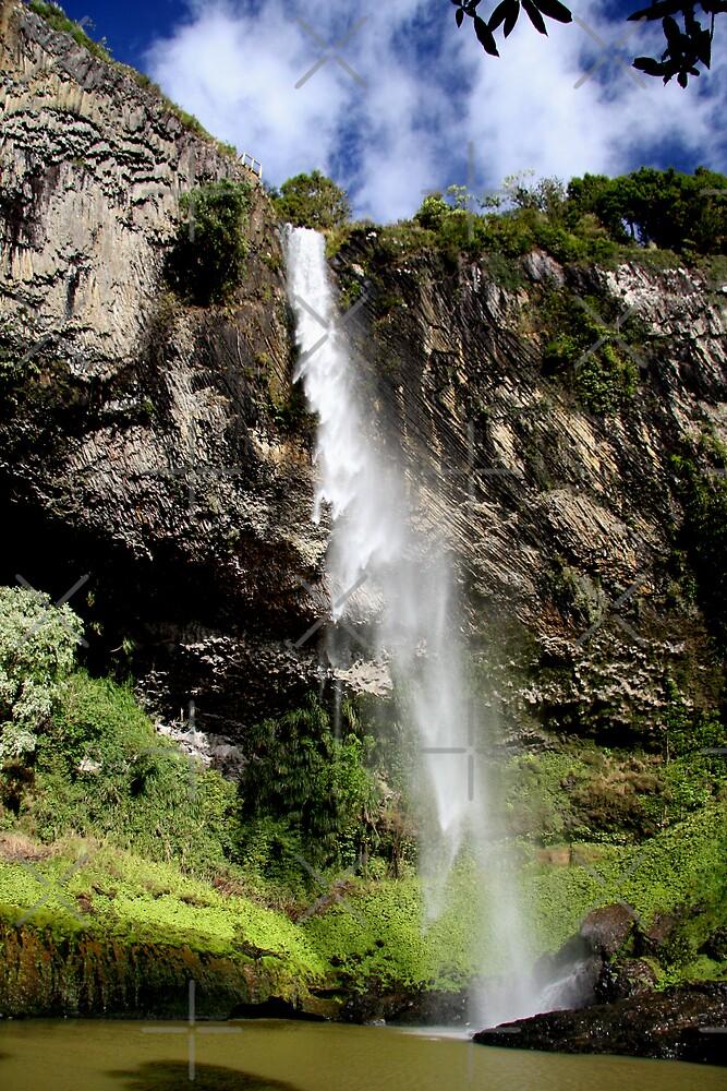 Cascade by Varinia   - Globalphotos