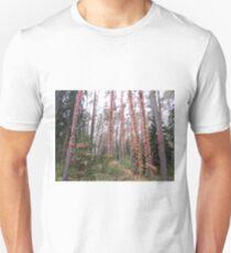 Herbstlaub im Wald Unisex T-Shirt