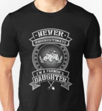 Never Underestimate I'm A Farmer's Daughter Unisex T-Shirt