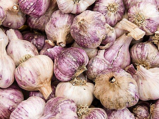 Garlic on display by Zigzagmtart