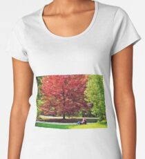 Autumnal romance, lovers embracing under red leaves Women's Premium T-Shirt
