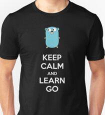 Camiseta ajustada Mantén la calma y aprende Go - Dark edition