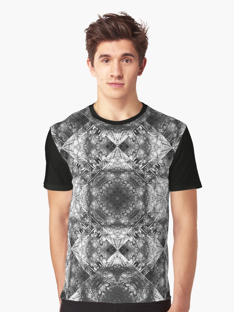 Cracked Graphic T-Shirt Front