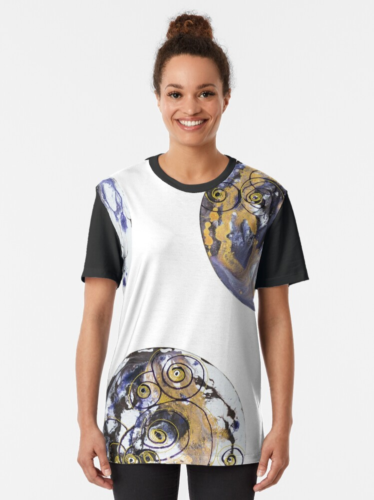 "Alternate view of Fluid painting ""spiral eyes"" circles Graphic T-Shirt"