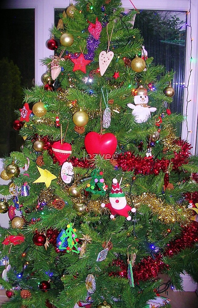 Family Christmas Tree by lezvee
