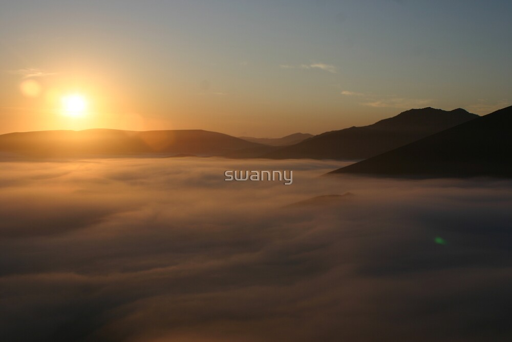 Sunrise over Dunes by swanny