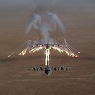 Luftaufnahme über den Irak eines KC-130 Stratotanker feuern Fackeln. von StocktrekImages