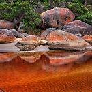 0163 Tidal river bolders by Hans Kawitzki