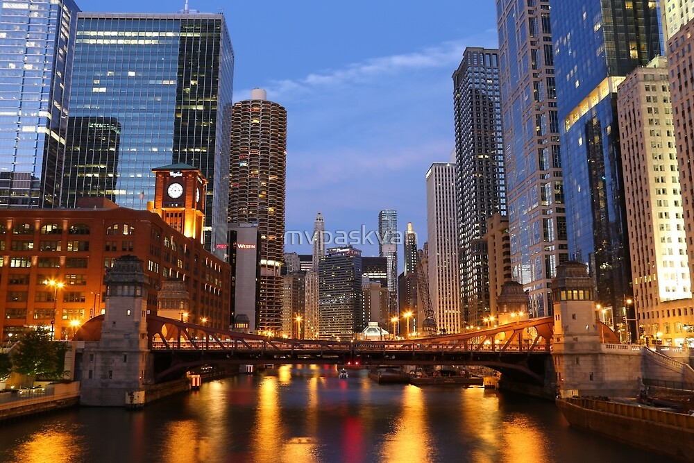 Chicago river at sunset by mvpaskvan