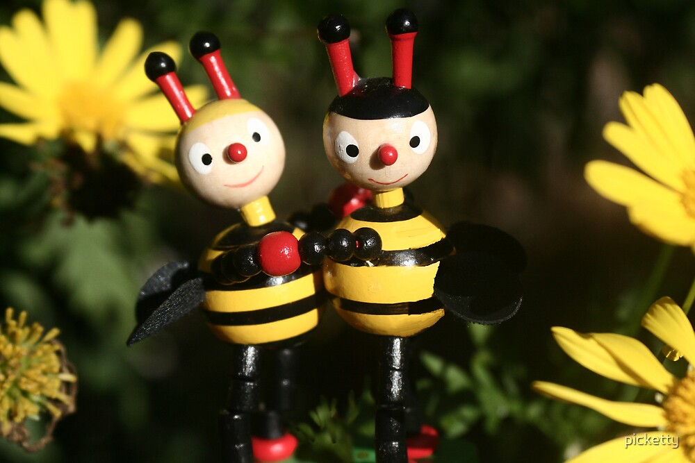 buzy bees by picketty