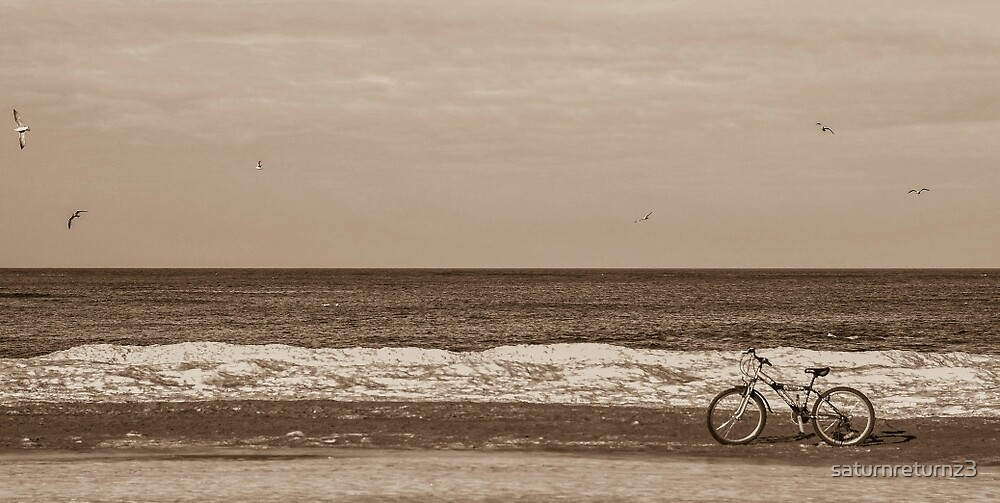 Bike on the beach by saturnreturnz3