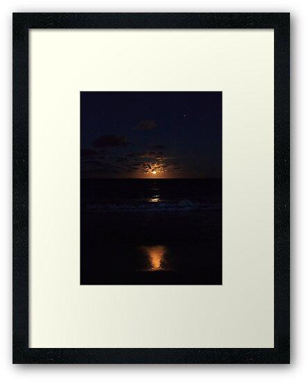 Hawaiian Moonrise by thruHislens .