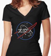 Camiseta entallada de cuello en V Logotipo de neón japonés estético de la NASA