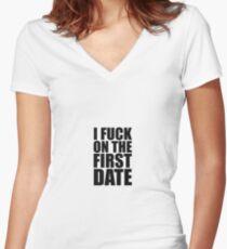 I fuck on the first date Shirt mit V-Ausschnitt