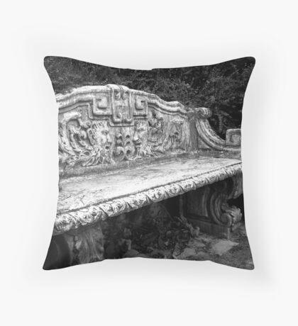 A peaceful rest Throw Pillow