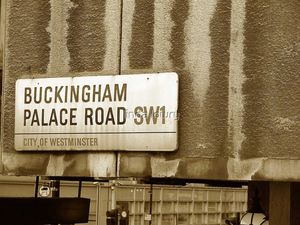 Buckingham Palace Road SW1 by linda lowry