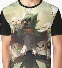 Decidueye Familia con Rowlet y Dartrix / Decidueye's Family with Rowlet and Dartrix Graphic T-Shirt