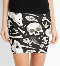 schwarze Schädel und Knochen - Wunderkammer Minirock