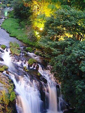 Higashiyama, small waterfall by satsumagirl