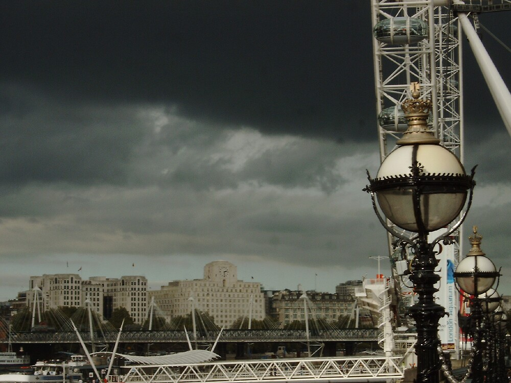 Storm Over Thames by mcbirdie
