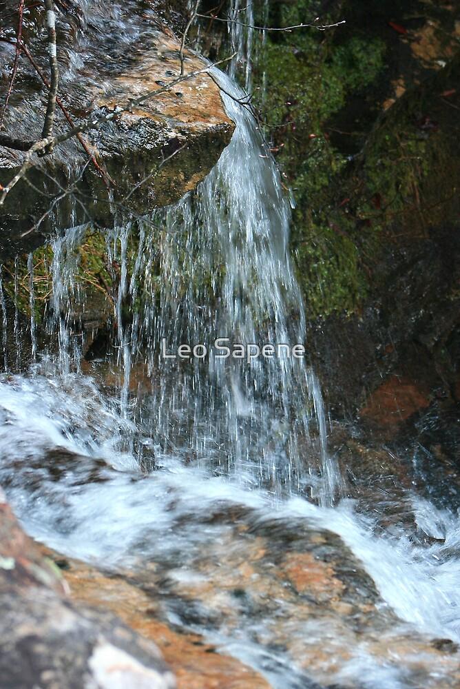 Water splashing by Leo Sapene
