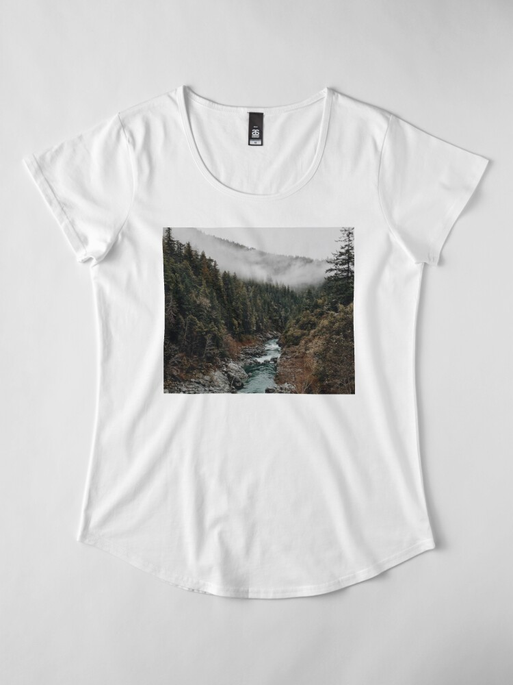 Alternative Ansicht von Fluss im Wald Premium Rundhals-Shirt