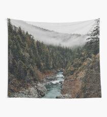 Fluss im Wald Wandbehang