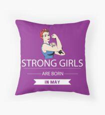Cojín Las chicas fuertes nacen en mayo camisa