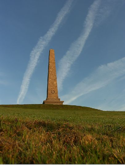 flightpaths over Knockagh monument ... by SNAPPYDAVE