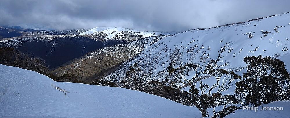 Light on The Peak - Victorian Alps , Australia by Philip Johnson