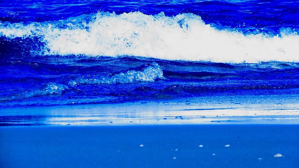 crashing wave by lauralock