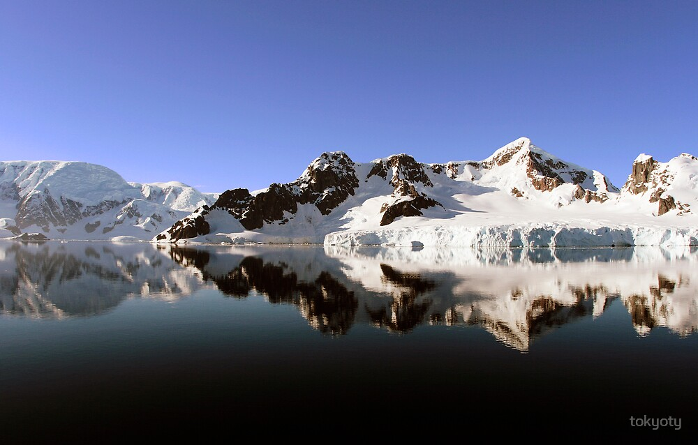 Reflections in Antarctica by tokyoty