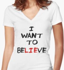 I want to believe Women's Fitted V-Neck T-Shirt