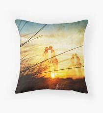 Love forever au soleil levant Throw Pillow