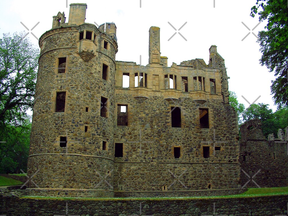 Huntly Castle by Tom Gomez